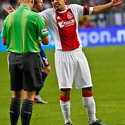 NLD/Amsterdam/20100731 - Wedstrijd om de JC schaal 2010 tussen Ajax - FC Twente, gele kaart voor Luis Suarez van scheidsrechter Kevin Blom
