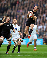 Israel Dagg of New Zealand claims the ball in the air - Photo mandatory by-line: Patrick Khachfe/JMP - Mobile: 07966 386802 08/11/2014 - SPORT - RUGBY UNION - London - Twickenham Stadium - England v New Zealand - 2014 QBE Internationals