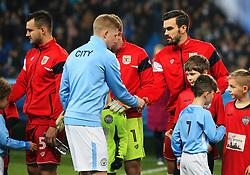 Kevin De Bruyne of Manchester City shakes hands with Marlon Pack - Mandatory by-line: Matt McNulty/JMP - 09/01/2018 - FOOTBALL - Etihad Stadium - Manchester, England - Manchester City v Bristol City - Carabao Cup Semi-Final First Leg