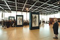 """30 OCT 2000, BERLIN/GERMANY:<br /> Eine Museumswaerterin und Werke aus Helmut Newtons """"Big Nudes"""" Serie waehrend der Pressekonferenz zur Eroeffung der Ausstellung """"Helmut Newton: WORK"""", Neue Nationalgalerie<br /> IMAGE: 20001030-01/01-36"""