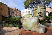 bronze heads, modern street art Saint-Tropez, France