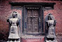 Nepal - Vallée de Kathmandu - Ville de Bakthapur - Porte à l'interieur du palais royal