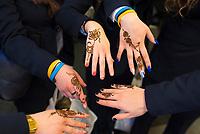 DEU, Deutschland, Germany, Berlin, 07.03.2019: Internationale Tourismus-Börse (ITB) auf dem Berliner Messegelände. Am Stand des Emirats Sharjah (UAE) kann man sich die Hände kunstvoll mit Henna bemalen lassen.