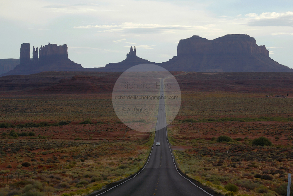 View of Route 163 to Monument Valley on the southern border of Utah with northern Arizona. The valley lies within the range of the Navajo Nation Reservation. The Navajo name for the valley is Tsé Bii' Ndzisgaii - Valley of the Rocks.
