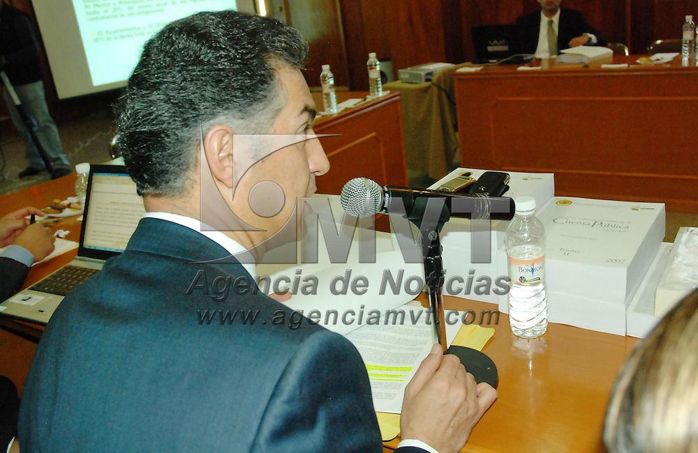 Toluca, Mex.- Octavio Mena Alarcón, auditor del Organo Superior de Fiscalización del Congreso del Estado de México, informa a los diputados integrantes de la Comisión de Fiscalización de los adeudos de impuestos que tienen los ayuntamientos de esta entidad con la Secretaria de Hacienda y con el gobierno del Estado. Agencia MVT / José Hernández. (DIGITAL)<br /> <br /> <br /> <br /> <br /> <br /> <br /> <br /> NO ARCHIVAR - NO ARCHIVE