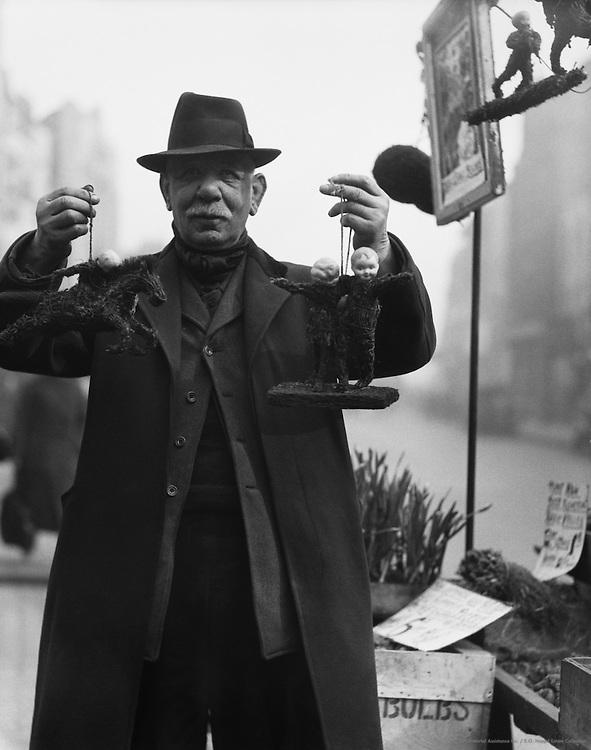 """Old Joe"", The Bulb Merchant, New Cut and Lower Marsh, London, England, 1932"