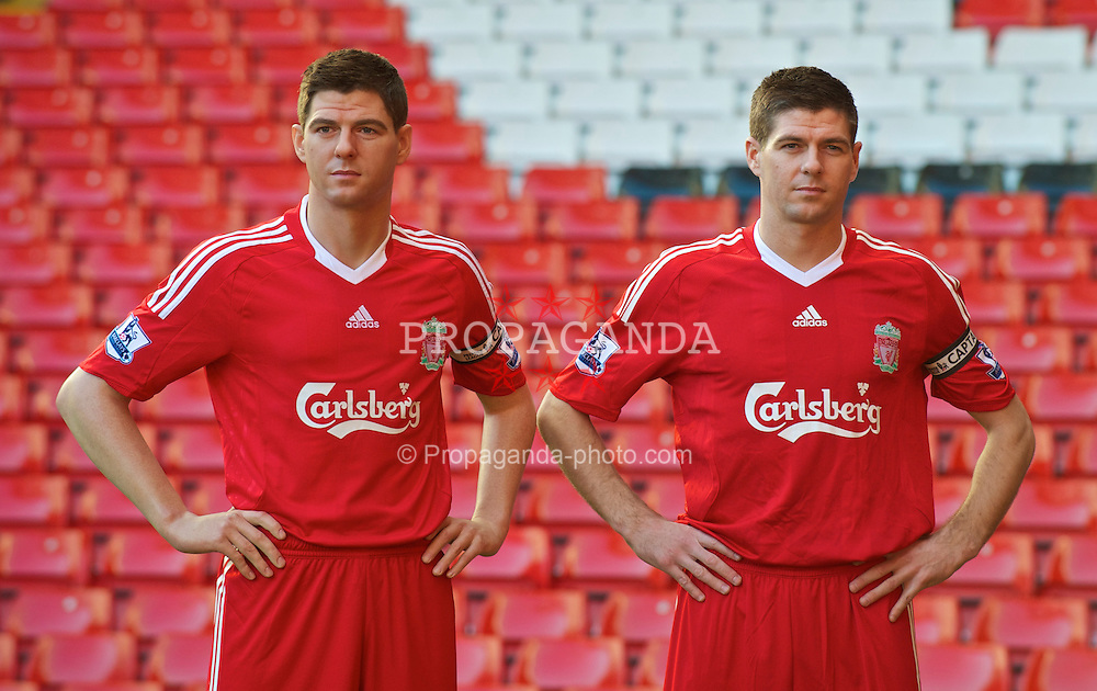 LIVERPOOL, ENGLAND - Thursday, February 11, 2010: Liverpool's captain Steven Gerrard MBE meets his wax-work doppelgänger as Madame Tussauds show off their latest statue at Anfield. (Photo by David Rawcliffe/Propaganda)