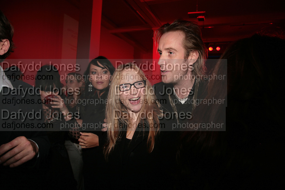Rhys Ifans and Natalie Press,  Whitechapel and Hogan present Art Pls Drama Party 2007. Whitechapel Gallery. London. 8 March 2007. -DO NOT ARCHIVE-© Copyright Photograph by Dafydd Jones. 248 Clapham Rd. London SW9 0PZ. Tel 0207 820 0771. www.dafjones.com.
