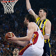 Fenerbahce Ulker's Darjus LAVRINOVIC (R) during their Turkish Basketball league Play Off Final Sixth leg match Galatasaray between Fenerbahce Ulker at the Abdi Ipekci Arena in Istanbul Turkey on Friday 17 June 2011. Photo by TURKPIX