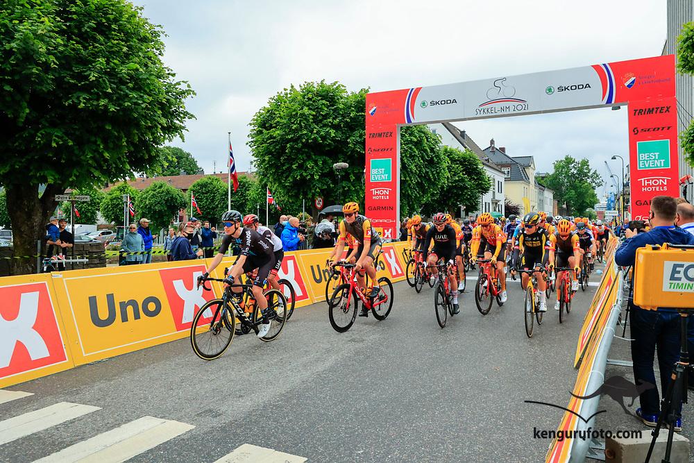 Fra elite starten under NM på sykkel 2021 i Kristiansand.