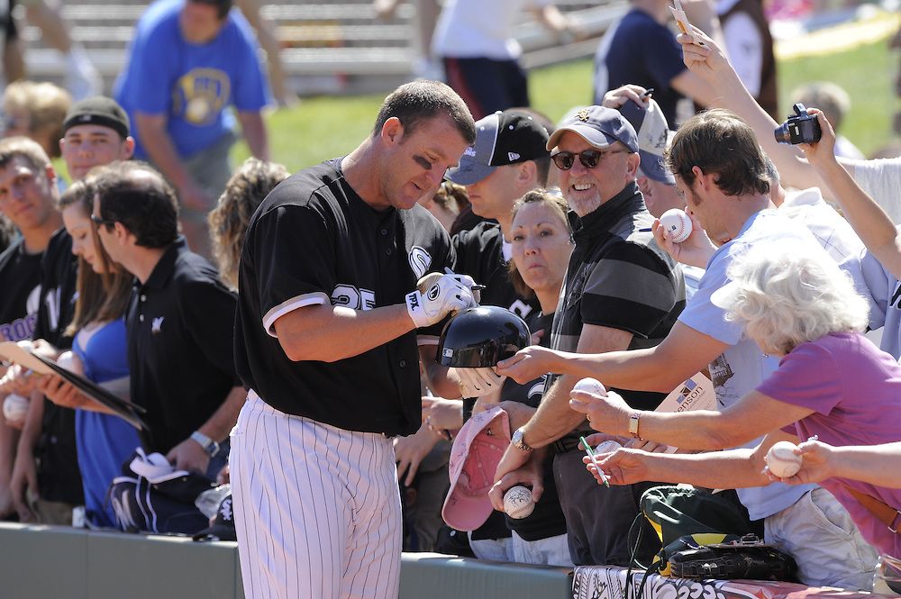 GLENDALE, AZ - MARCH 11:  Jim Thome #25 of the Chicago White Sox signs autographs for the fans prior to the game against the Milwaukee Brewers on March 11, 2009 at The Ballpark at Camelback Ranch in Glendale, Arizona. (Photo by Ron Vesely)