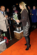 Benefietvoorstelling Hij Gelooft in Mij. De opbrengst van de musical over volkszanger Andre Hazes gaat naar het programma Kinderen maken muziek van het Oranje Fonds<br /> <br /> Benefit Performance He Believes in Me. The benefit of this evening, a musical about folk singer Andre Hazes goes to the program Children making music of the Orange Fund<br /> <br /> OP de foto: Humberto Tan en Koningin Maxima