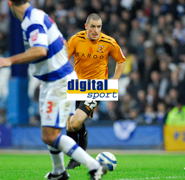 Photo: Leigh Quinnell/Sportsbeat Images.<br /> Queens Park Rangers v Hull City. Coca Cola Championship. 03/11/2007. Hulls Dean Marney eyes up a shot on goal but it is saved.