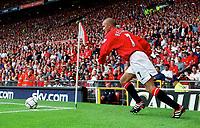 Manchester United midfielder David Beckham runs up to take a corner, Manchester United 2:0 Newcastle United, 20/8/2000. Credit Colorsport / Stuart MacFarlane