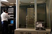 Belo Horizonte_MG, Brasil...Servidor em uma empresa em Belo Horizonte, Minas Gerais...A server in a company in Belo Horizonte, Minas Gerais...Foto: BRUNO MAGALHAES / NITRO