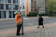 02.05.2021 Magdeburg, Stadtteil Altstadt, Landtagswahl 6.Juni.<br /> <br /> Am 6.Juni sind in Sachsen-Anhalt Landtagswahlen, Stadtrat Marcel Guderjahn von der Magdeburger Gartenpartei hängt Plakate mit seinem Konterfei auf. Sie nennen sich selbst die dunkelgrünen und werben damit ökologisch, sozial und ökonomisch zu sein. Ihre wichtigste Zielgruppe sind die Kleingärtner. In Magdeburg gibt es 14.000 Parzellen.<br /> <br /> ©Harald Krieg