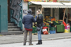 """NO CREDIT! <br /> <br /> Diane Kruger und Regisseur Fatih Akin bei Dreharbeiten zum Film Aus dem Nichts in Hamburg / 211016 <br /> <br /> ***  Diane Kruger and director Fatih Akin at the set of her first film in her mother tongue """"Aus dem Nichts"""" from Fatih_Akin in Hamburg, October 21, 2016 ***"""