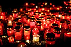 THEMENBILD - Kerzen zu Allerheiligen am Zentralfriedhof in Graz. Am 1. November, gedenken Katholiken aller Menschen, die in der Kirche als Heilige verehrt werden. Das Fest Allerseelen am darauf folgenden 2. November, ist dem Gedaechtnis aller Verstorbenen gewidmet, aufgenommen am 30.10.2016, Kaprun, Oesterreich // candles burning on graves on All Saints' Day 1st November, Catholics remember all people who are venerated as saints in the church. The festival Souls on the following second November is dedicated to the memory of all deceased, taken at the cemetery in Kaprun, Austria on 2016/11/01. EXPA Pictures © 2016, PhotoCredit: EXPA/ Erwin Scheriau