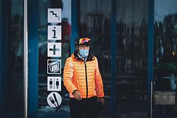 THEMENBILD - Skifahrer mit MSN Maske am Skigebiet Kitzsteinhorn, aufgenommen am 21. Oktober 2020 in Kaprun, Österreich // Skier with MSN Mask at the Kitzsteinhorn ski resort, Kaprun, Austria on 2020/10/21. EXPA Pictures © 2020, PhotoCredit: EXPA/ JFK