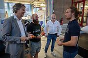 Sponsoren en partners worden bedankt voor hun hulp tijdens het project van afgelopen jaa. Het Human Power Team Delft en Amsterdam, dat bestaat uit studenten van de TU Delft en de VU Amsterdam, werkt een jaar aan de VeloX in de hoop tijdens de World Human Powered Speed Challenge in Nevada een poging doen het wereldrecord snelfietsen voor vrouwen te verbreken