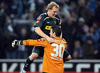 Fotball<br /> Tyskland<br /> Foto: Witters/Digitalsport<br /> NORWAY ONLY<br /> <br /> 28.11.2009<br /> <br /> Schlussjubel v.l. Tobias Levels, Torwart Logan Bailly Gladbach<br /> <br /> Bundesliga Borussia Mönchengladbach - FC Schalke 04 1:0