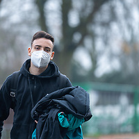 26.11.2020, Trainingsgelaende am wohninvest WESERSTADION - Platz 12, Bremen, GER, 1.FBL, Werder Bremen Training<br /> <br /> Werder Spieler kommen am Donnerstag mittag mit CORONA Alltagsmasken (Mund-Nasen-Bedeckung) zum  Abschusstraining vor dem Auswaertsspiel in Wolfsburg<br /> <br /> <br /> Kevin Möhwald / Moehwald (Werder Bremen #06)<br /> <br /> Foto © nordphoto / Kokenge *** Local Caption ***