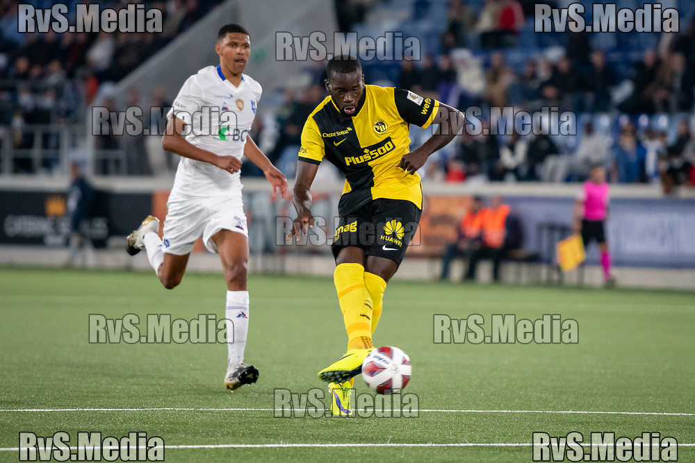 LAUSANNE, SWITZERLAND - SEPTEMBER 22: Wilfried Kanga #9 of BSC Young Boys scores a goal during the Swiss Super League match between FC Lausanne-Sport and BSC Young Boys at Stade de la Tuiliere on September 22, 2021 in Lausanne, Switzerland. (Photo by Basile Barbey/RvS.Media/)