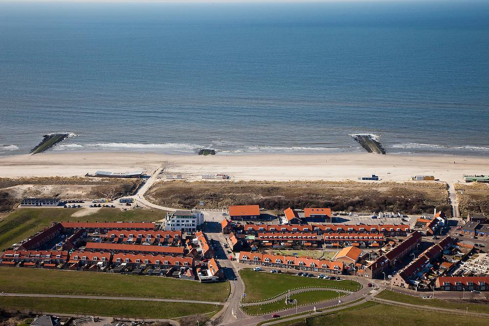 Nederland, Zuid-Holland, Monster, 18-03-2009; De kust van Delfland bij Ter Heijde is een van 'Zwakke Schakels' in de zeewering door de geringe breedte van de duinen. De strekdammen, de Delflandse Hoofden, zorgen voor extra bescherming. De kust zal worden versterkt door middel van zandsuppletie waarbij het strand extra breed wordt. The coast near Ter Heijde is known as one of the 'weak links' because of the small width of the dunes. The dams, breakwaters, are known als The Heads of Delfland and give extra protection. The coast will be strengtede by means of sand-supplementation.Swart collectie, luchtfoto (toeslag); Swart Collection, aerial photo (additional fee required); .foto Siebe Swart / photo Siebe Swart