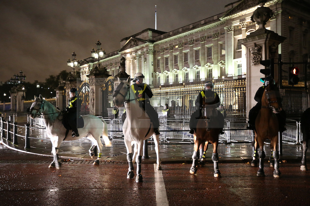 © Licensed to London News Pictures. 05/11/2015. London, UK. Mounted police guard Buckingham Palace as anti-capitalist protestors come down The Mall during the Million Mask march. Photo credit: Peter Macdiarmid/LNP