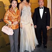 NLD/Amsterdam/20081113 - Uitreiking Prix de la Mode 2008, Miss World 2007 Zilin Zhang met de Chinese ambassadeur