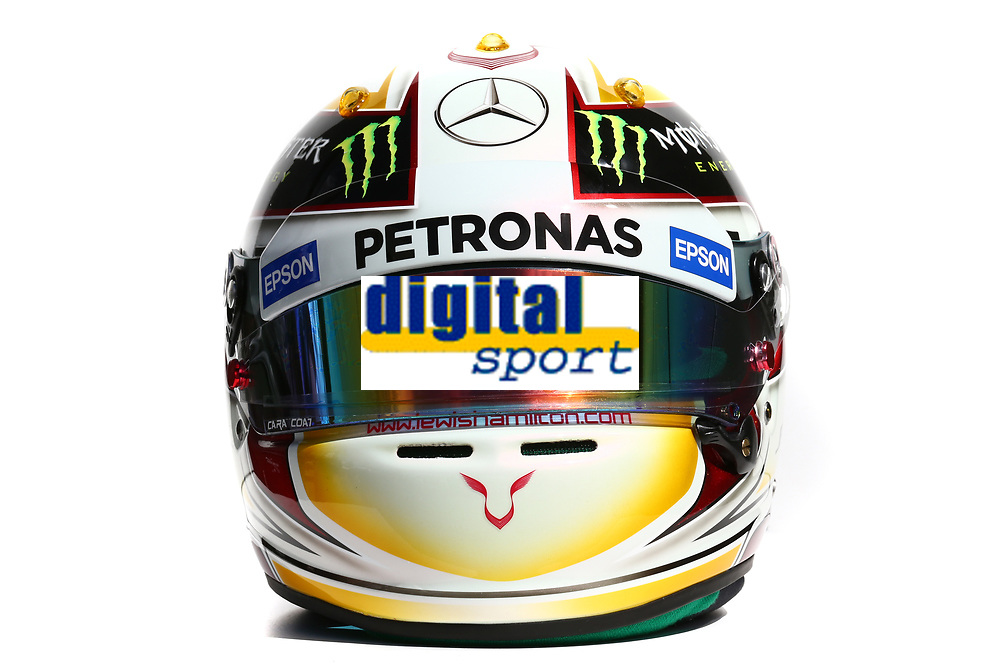 HAMILTON lewis (gbr) mercedes gp mgp w06 ambiance casque helmet  during 2015 Formula 1 championship at Melbourne, Australia Grand Prix, from March 13th to 15th. Photo DPPI.