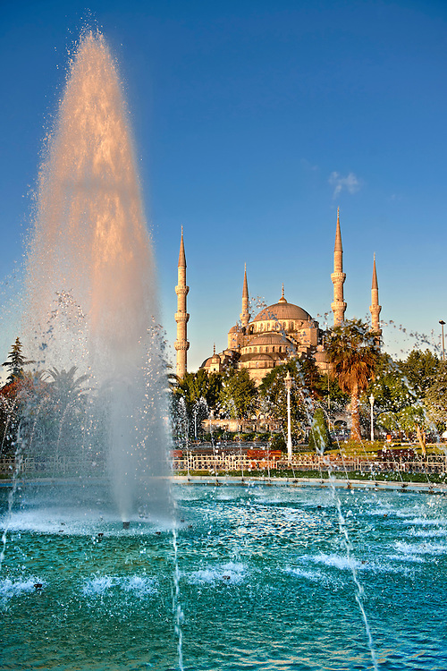The Sultan Ahmed Mosque (Sultanahmet Camii) or Blue Mosque, Istanbul, Turkey. Built from 1609 to 1616 during the rule of Ahmed I. .<br /> If you prefer to buy from our ALAMY PHOTO LIBRARY  Collection visit : https://www.alamy.com/portfolio/paul-williams-funkystock/blue-mosque-istanbul.html<br /> Visit our TURKEY PHOTO COLLECTIONS for more photos to download or buy as wall art prints https://funkystock.photoshelter.com/gallery-collection/3f-Pictures-of-Turkey-Turkey-Photos-Images-Fotos/C0000U.hJWkZxAbg
