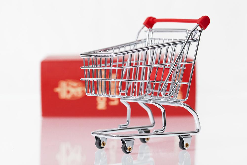 Komposisjon som passer til å illustrere kjøp og salg mht. til love og rett.
