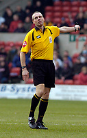 Photo: Leigh Quinnell.<br /> Nottingham Forest v Swansea. Coca Cola League 1. 11/02/2006. Referee M.Thorpe