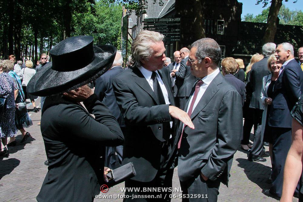 NLD/Laren/20110711 - Uitvaart Jaap Blokker, Vanessa, Hans Breukhoven en Ronald Kahn