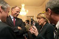 07 JAN 2004, BERLIN/GERMANY:<br /> Juergen Trittin (L), B90/Gruene, Bundesumweltminister, und Angela Merkel (R), CDU, Bundesvorsitzende und Bundesumweltministerin a.D., im Gespraech, Neujahrsempfang des Bundespraaesidenten, Schloss Bellevue<br /> IMAGE: 20040107-01-042<br /> KEYWORDS: Empfang, Neujahr, Jürgen Trittin, Gespräch