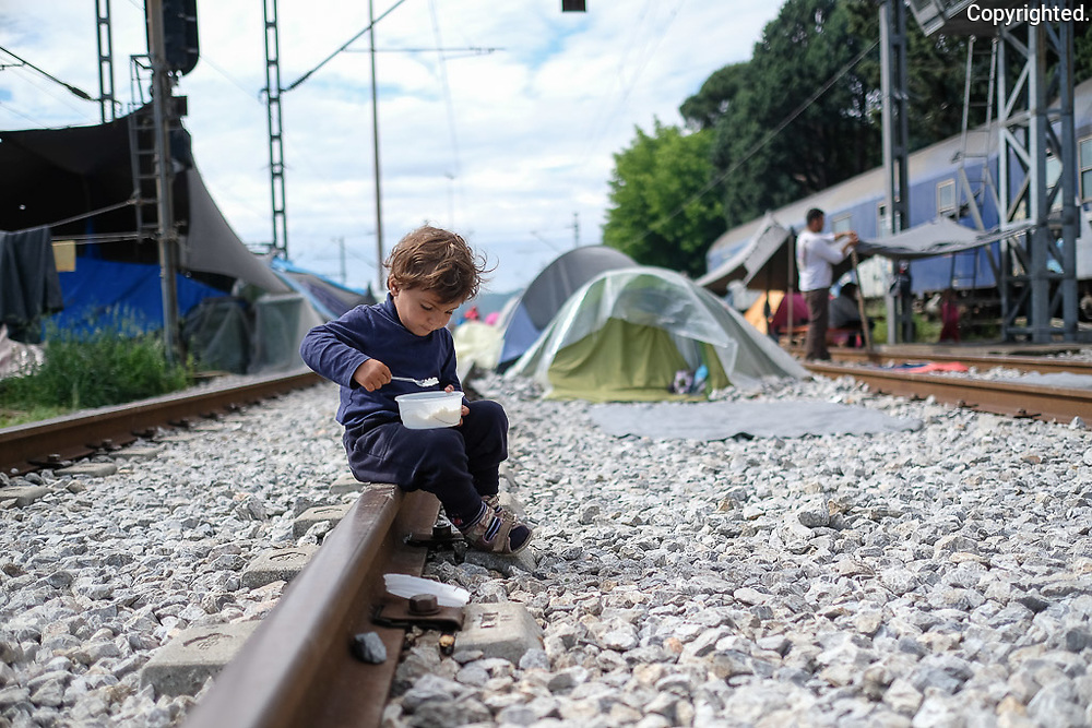 Reportaz z uteceneckeho tabora Idomeni v Grecku v podani fotografa Antona Frica, www.fotoportal.sk. Reportage from a refugee camp in Idomeni, Greece.