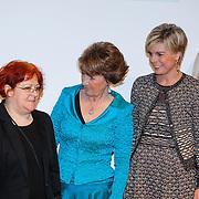 BEL/Brussel/20130319- Uitreiking Prinses Margriet Award 2013, Prinses Laurentien en Margriet en laueraat Lia Perjovschi