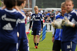 24.04.2014, Veltins Arena, Gelsenkirchen, GER, 1. FBL, Training Schalke 04, im Bild Philipp Max ( Schalke 04 ) traegt die Trainigssachen. // during a Trainingsession of German Bundesliga Club Schalke 04 at the Veltins Arena in Gelsenkirchen, Germany on 2014/04/24. EXPA Pictures © 2014, PhotoCredit: EXPA/ Eibner-Pressefoto/ Thienel<br /> <br /> *****ATTENTION - OUT of GER*****