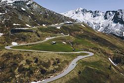 THEMENBILD - Berge der Hohen Tauern und die Strasse mit den Serpentinen. Die Hochalpenstrasse verbindet die beiden Bundeslaender Salzburg und Kaernten und ist als Erlebnisstrasse vorrangig von touristischer Bedeutung, aufgenommen am 27. Mai 2020 in Heiligenblut, Österreich // Mountains of the Hohe Tauern and the road with the serpentines. The High Alpine Road connects the two provinces of Salzburg and Carinthia and is as an adventure road priority of tourist interest, Heiligenblut, Austria on 2020/05/27. EXPA Pictures © 2020, PhotoCredit: EXPA/ JFK