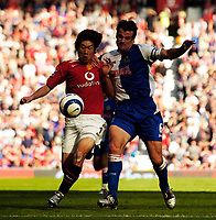 Photo: Jed Wee.<br />Manchester United v Blackburn Rovers. The Barclays Premiership. 24/09/2005.<br /><br />Manchester United's Park Ji Sung (L) scraps with Blackburn's Ryan Nelson.