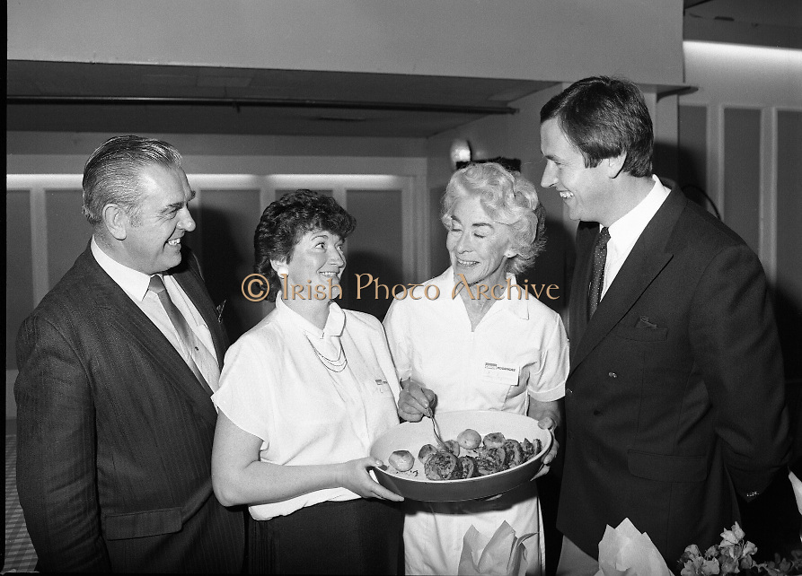Housewife Of The Year Regional Final..1986..03.11.1986..11.03.1986..3rd November 1986..The Calor/Kosangas sponsored Housewife Of The Year competition was held in the Gresham Hotel,Dublin. The Dublin Regional Final was won by Mrs Patricia Connolly from Clane,Co Kildare...Pictured at the Calor Kosangas regional final were: Mr Paddy Byrne,Area Manager,Calor Kosangas, Mrs Patricia Connolly,winner of the competition,Mrs Elizabeth Boyhan and Mr Noel Cullen, the cookery judges.