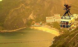 Idealizado em 1908 pelo engenheiro brasileiro Augusto Ferreira Ramos e inaugurado no dia 27 de outubro de 1912, o bondinho do Pão de Açúcar fez 90 anos em 2002. Primeiro teleférico instalado no Brasil e terceiro no mundo, é um dos mais importantes ícones do turismo carioca, tornando-se uma das principais marcas registradas da cidade do Rio de Janeiro. FOTO: Marcelo Campos/Preview.com