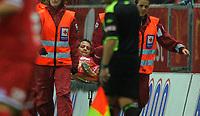 Fotball<br /> Tippeligaen<br /> 26. Juni 2011<br /> Brann stadion<br /> Brann - Tromsø 1 - 1<br /> Diego Gustavino (M) , Brann får seg en trøkk og bæres av banen<br /> Foto: Astrid M. Nordhaug