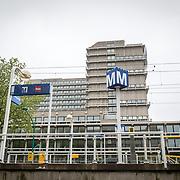 NLD/Amsterdam/20160602 - Metrostation in Amsterdam tegen bebouwing,