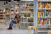Nederland, Nijmegen, 11-1-2008Openbare Bibliotheek.Deze voorziening staat landelijk onder druk vanwege de bezuinigingen die via de regering bij de gemeenten gelegd worden. Kleine vestigingen of filialen in de wijk moeten sluiten.Foto: Flip Franssen/Hollandse Hoogte