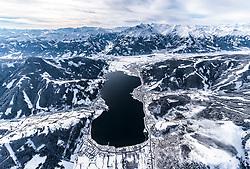 THEMENBILD - der Zeller See mit Zell am See, Thumersbach, Schuettdorf und Kaprun mit dem Kitzsteinhorn, aufgenommen am 5. Feber 2018 in Zell am See - Kaprun, Österreich // the Zeller See with Zell am See, Thumersbach, Schuettdorf and Kaprun with the Kitzsteinhorn Glacier, Zell am See Kaprun, Austria on 2018/02/05. EXPA Pictures © 2018, PhotoCredit: EXPA/ JFK