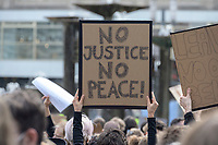 "06 JUN 2020, BERLIN/GERMANY:<br /> ""No Justice No Peace"", ""Silent Demo"" anl. des gewaltsamen Todes des US-Afroamerikaners George Floyd durch Polizeigewalt in Minneapolis, Alexanderplatz<br /> IMAGE: 20200606-01-004<br /> KEYWORDS: Demonstration, demonstrator, Protest, Black Lives Matter, #blacklivesmatter"