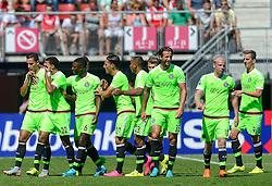09-08-2015 NED: AZ - Ajax, Alkmaar<br /> Ajax verslaat AZ vrij eenvoudig met 3-0 / Anwar El Ghazi #21 scoort de 1-0 en viert dit met oa. Jairo Riedewald #22, Riechedly Bazoer #6, Nemanja Gudelj #27, Kenny Tete #23, Daley Sinkgraven #8, Mitchell Dijks #35, Davy Klaassen #10, Arkadiusz Milik #9