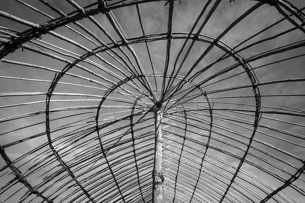 Estrutura de oca em construção. Aldeia Ipatse, etnia Kuikuro, Alto Xingu.